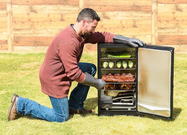 How to use a Masterbuilt Electric Smoker: A Beginners Guide