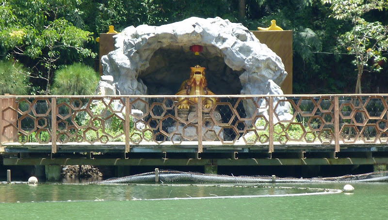 Puli. Divers et Golden Buddha.J 12 - P1170481.JPG