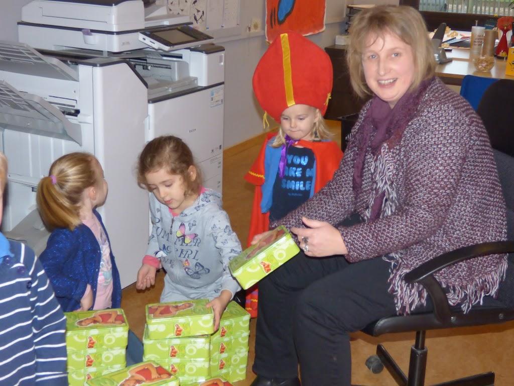 Sinterklaas op bezoek - P1060447.JPG