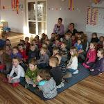 Przedszkolaki uczą się myć ząbki