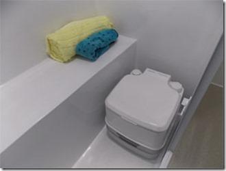 mini-camper-super-luxo-banheiro-2