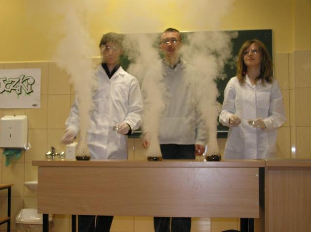 DO 2011 pokazy fizyczno chemiczne - P4150043_1.JPG