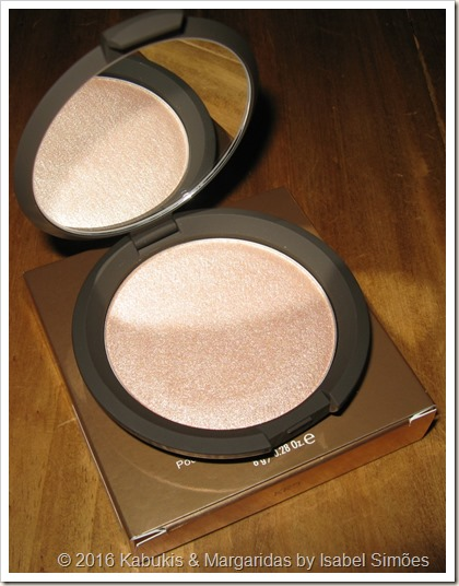 Shimmering Skin Perfector Pressed na Tonalidade #Champagne Pop da Becca x Jaclyn Hill