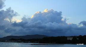 9/15の夕方ですが、立派な入道雲がいい陰影で存在をアピールしてました。