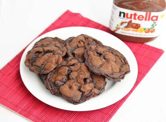 overhead photo of a plate of Nutella Cookie Crisps
