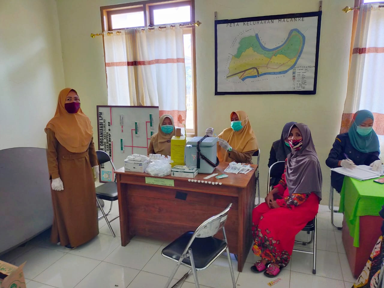 Di Berikan Kemudahan Pihak Puskesmas,Warga Jalani Vaksin Covid-19 di Kantor Kelurahan Macanre