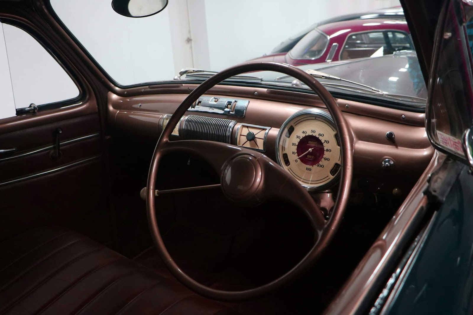 Carl_Lindner_Collection - 1930 Lincoln Zephyr 08.JPG