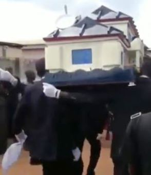 Another Man Buried In Airplane Casket In Calabar (Photos)