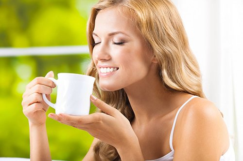 4 mẹo giảm cân chỉ bằng cách uống nước
