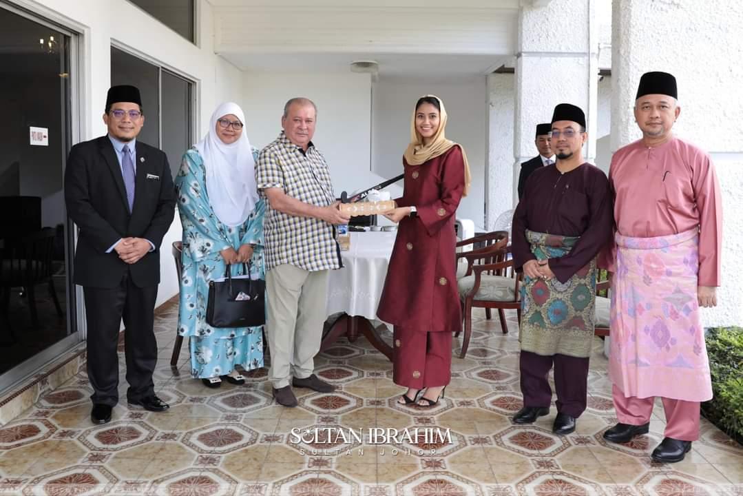 Terkini! Illi Najwa masih Islam, mengadap Sultan Johor