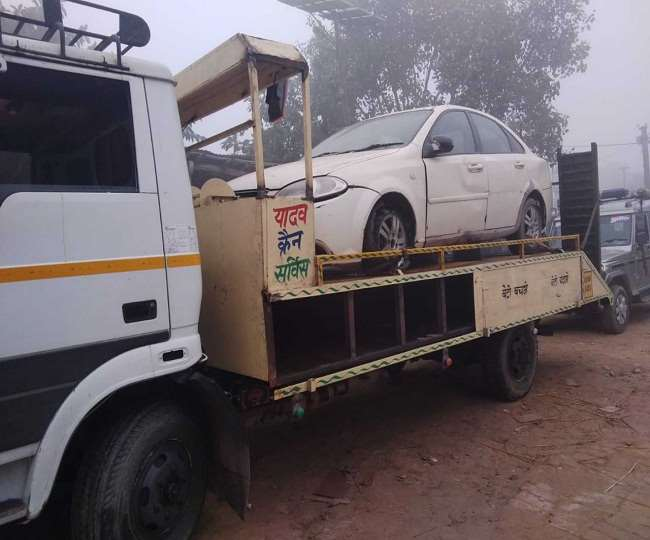 क्रेन ट्रक के तहखाने में छिपाकर ले लाई जा रही शराब जब्त, तीन गिरफ्तार