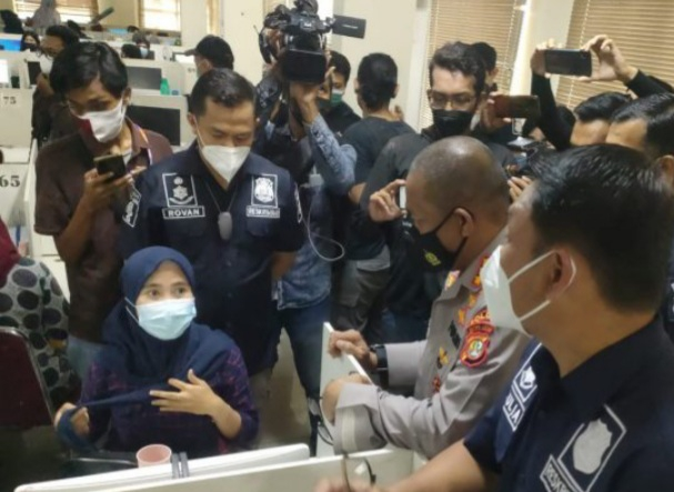 Gak Ada Ampun! Bukan Cuma di Cengkareng, Polisi Juga Gerebek Kantor Pinjaman Online di Tangerang