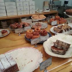 Semi Sweet Bakery's profile photo