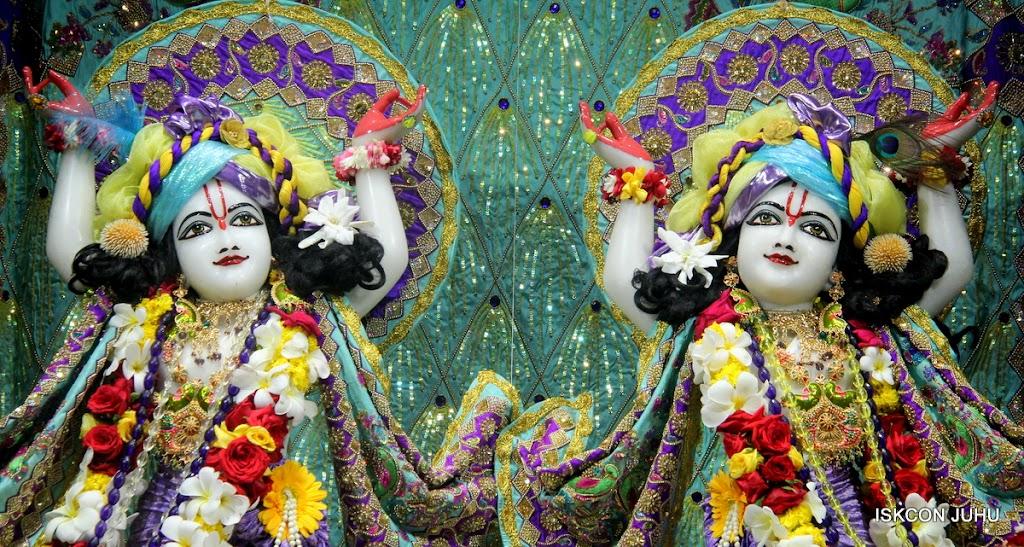 ISKCON Juhu Sringar Deity Darshan on 24th July 2016 (45)