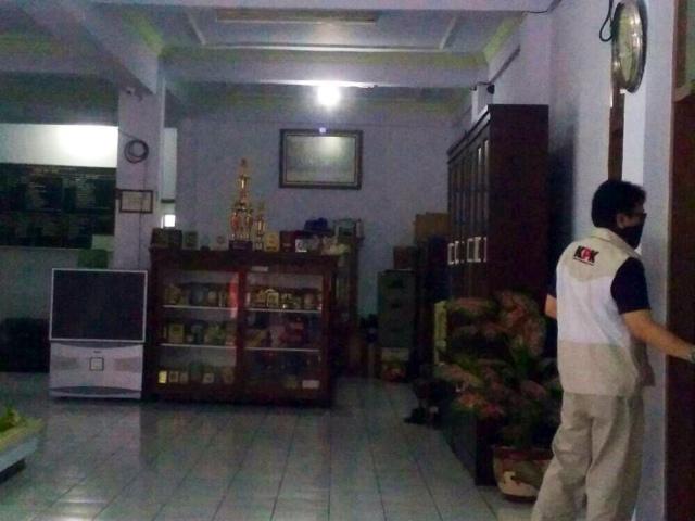 KPK Geledah Gedung DPRD dan Dinas PUPR Kota Mojokerto