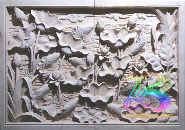 Relief lotus dan ikan batu alam ukir paras jogja