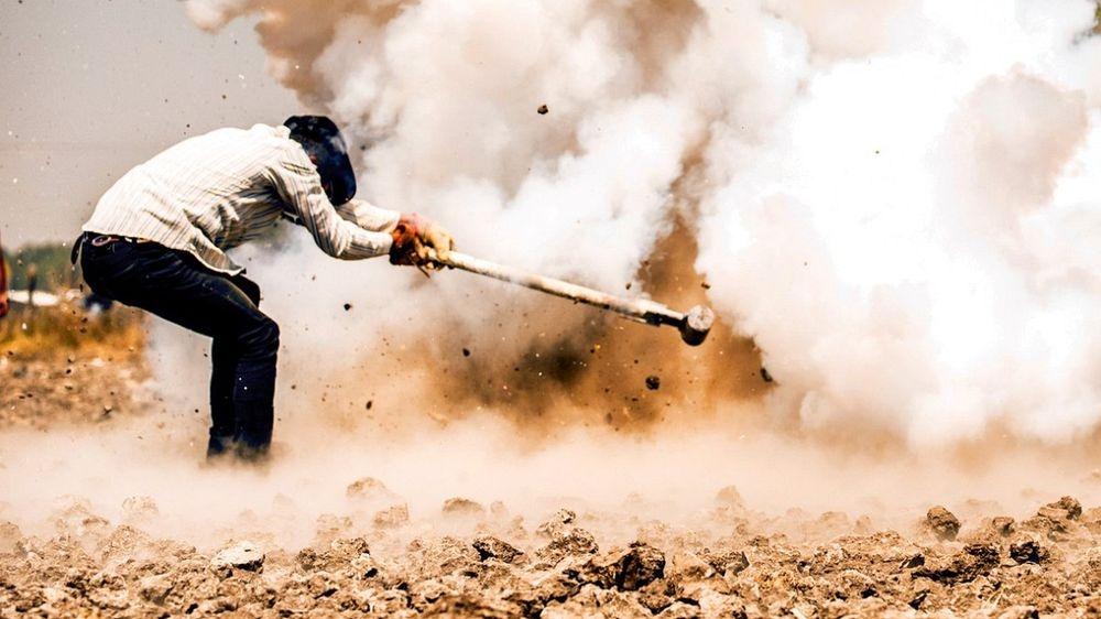 sledgehammer-explosion-1