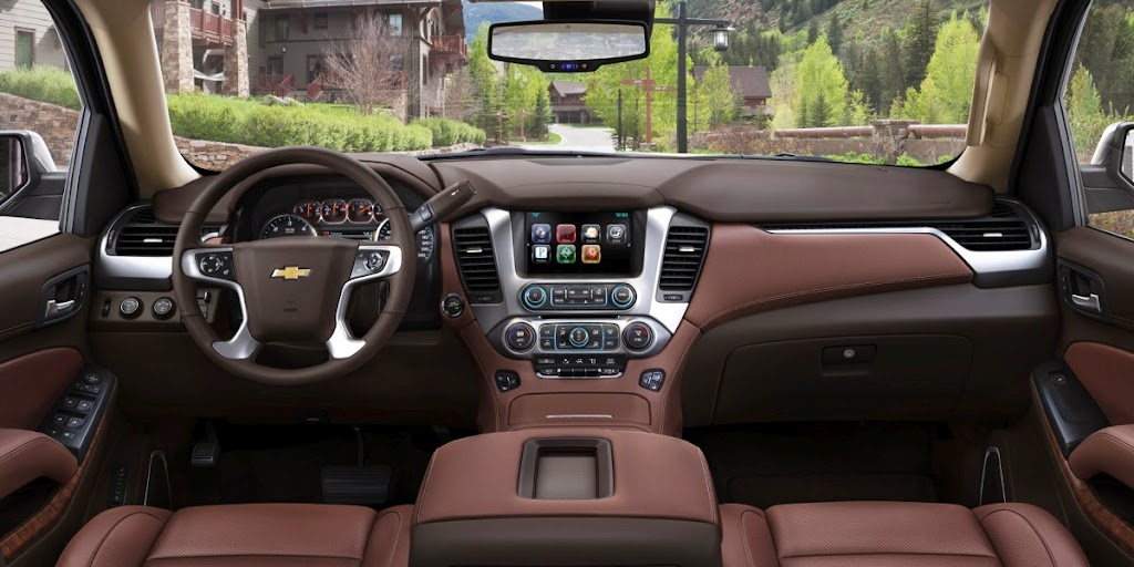 2015-Chevrolet-Suburban-CenterConsole-004