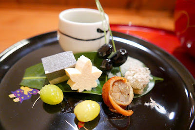 Tousiro, a Tofu Kaiseki restaurant. Tousuiro specializes in homemade tofu and offers a kaiseki dinner that can include seafood or can also be completely vegetarian. This is the can have seafood version of the first course