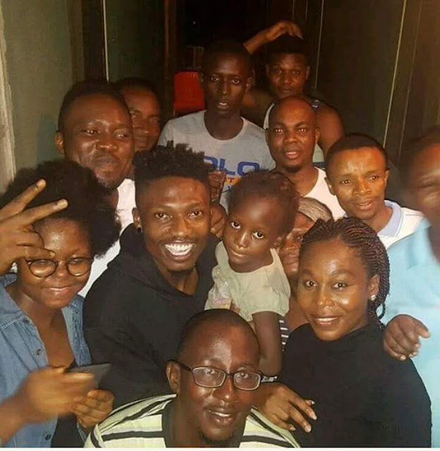 The winner of big brother Efe visit his former neighbors