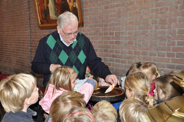 Kleuters bezoeken Martinuskerk - DSC_0030.JPG