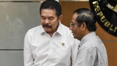 Foto Jaksa Agung Sanitiar Burhanuddin dan Menkopolhukam Mahfud MD. Seluruh Kejaksaan Diminta Antisipasi Deklarasi FPI Baru.
