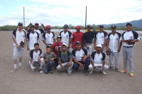 Equipo Yankees en el softbol del Club Sertoma.