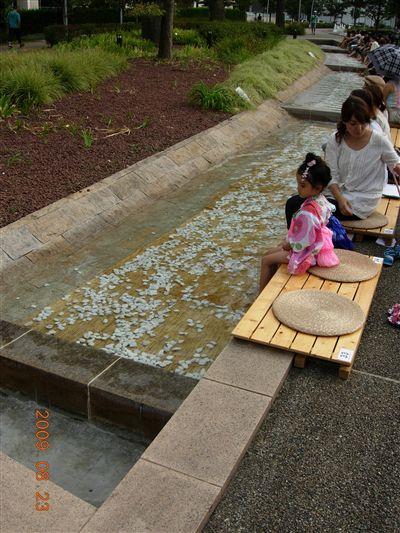 東京ミッドタウンの夏の足水2
