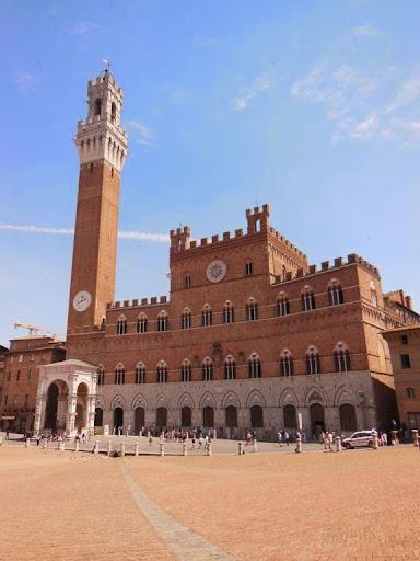 Palazzo Pubblico, con su elevada Torre del Mangia