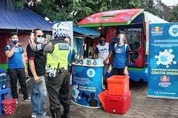 Bagikan Kratingdaeng dan Masker Gratis, Team Leader Wilayah Indonesia Timur di Bantu Satlantas Polresta Pasuruan