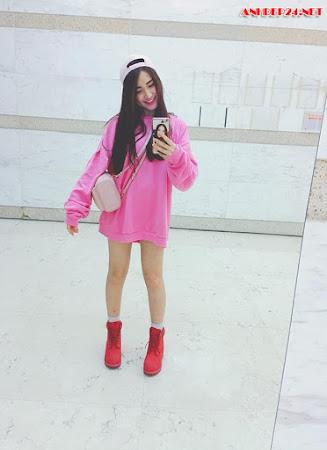 Ngắm đôi chân nuột nà của Hòa Minzy