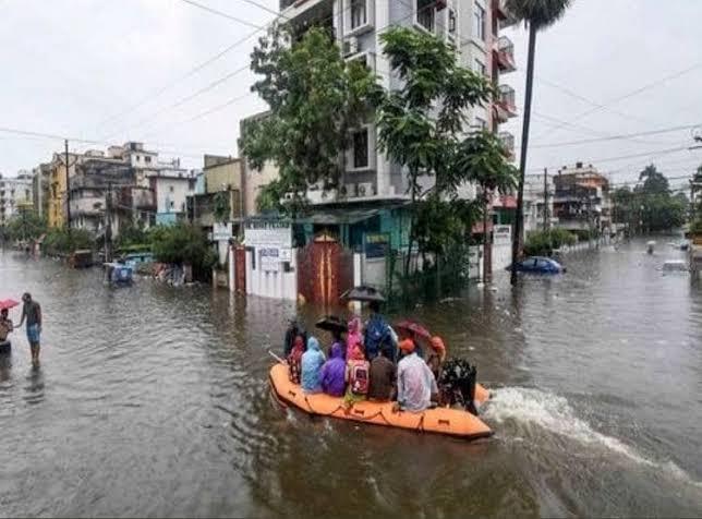 तेज बारिश में डूबे पटना के कई इलाके, डिप्टी सीएम सुशील मोदी के मुहल्ले में भी जलजमाव
