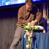 Tot i que va assegurar que la feina per decorar esglésies va a la baixa, Didier Gilles va mostrar-nos un arranjament per a poder posar en un altar o taula solemne.