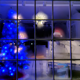 by Moe Cusick - Public Holidays Christmas (  )