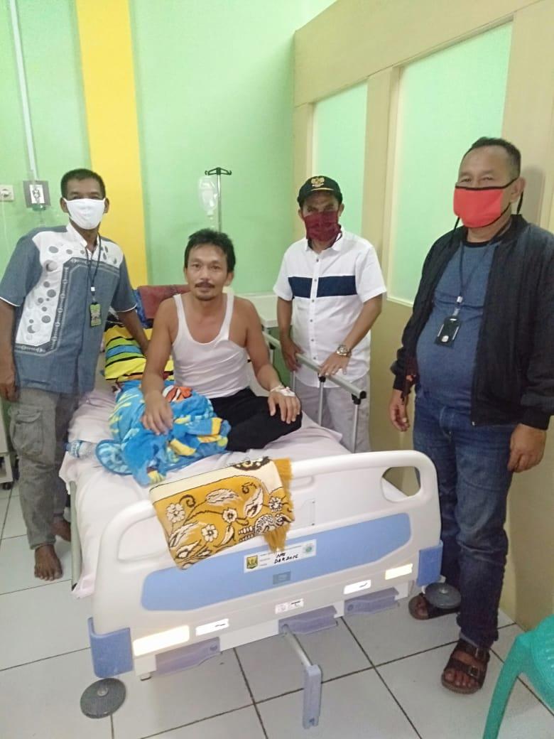 Pemdes Ambarjaya Bersinergi Bersama DPD LPKDN Kabupaten Sukabumi Bantu Warga Yang Sakit