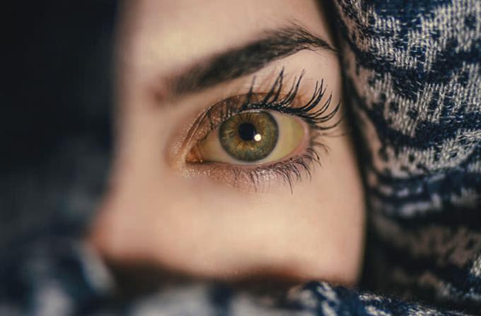 आँखें मुझे तल्वों से वो मलने नहीं देते / अकबर इलाहाबादी
