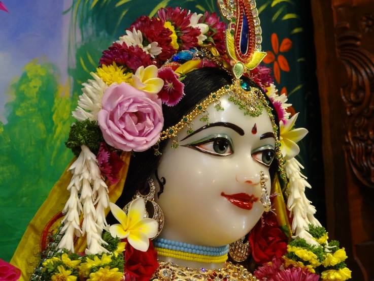 ISKCON Nigdi Deity Darshan 18 Dec 2015 (32)