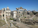 If you go a few more steps behind the Campidoglio piazza though, you get to see the other angle on the Roman Forum.