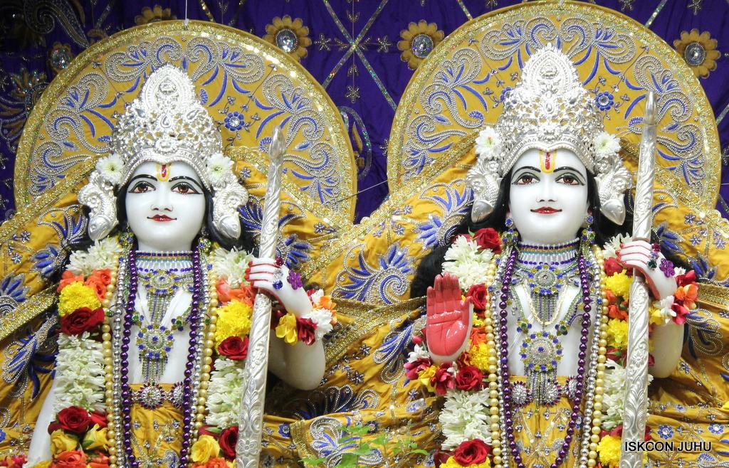 ISKCON Juhu Sringar Deity Darshan on 7th Sep 2016 (92)