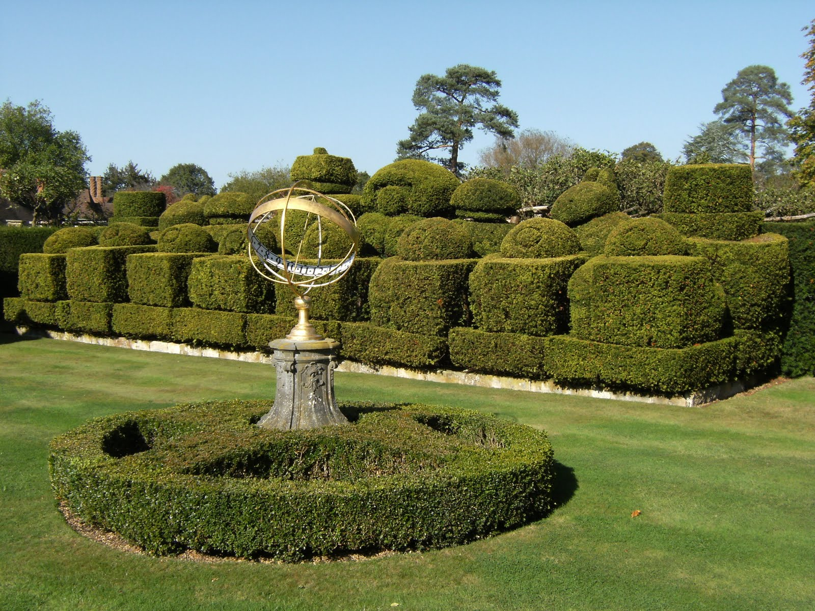DSCF1974 Chess-set topiary in Hever Castle gardens