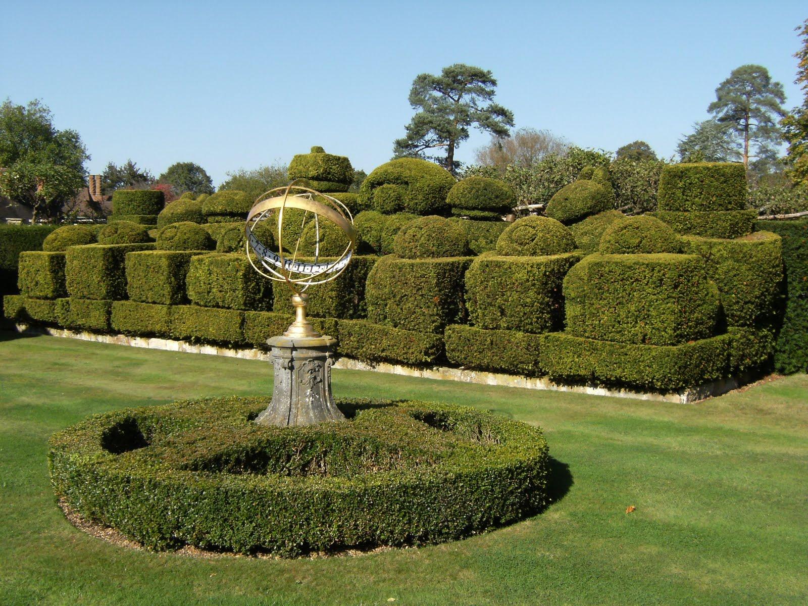 DSCF1974 Chess-set topiary in Hever Castle gardens