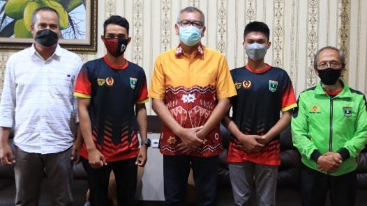 Sebelum Berangkat Ke Papua, Atlet Paralayang PON 2021 Asal Payakumbuh Bertemu Wali Kota Riza Falepi