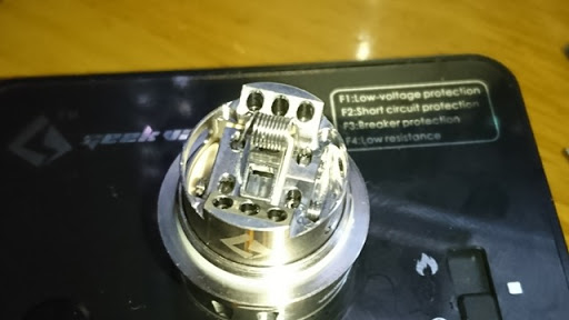 DSC 2454 thumb%25255B3%25255D - 【RTA】「GEEKVAPE AMMIT デュアルコイルRTA」レビュー!ポストレスデッキと3Dエアフロー、ジュースコントロール付きAMMITのマイナーチェンジ版