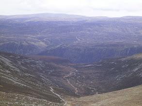 Photo: Na horyzoncie: Ben Tirran. W dole: Loch Muick.