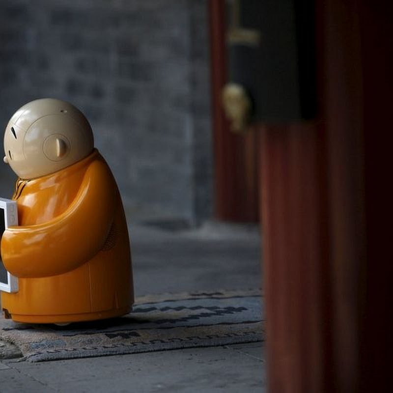 Robot Monk in China's Buddhist Temple