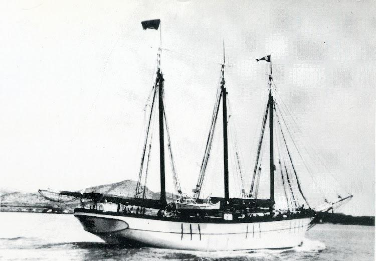 La goleta ISABEL transformada en motovelero. Foto del libro Notes per a la Historia Maritima d´Eivissa i Formentera.jpg