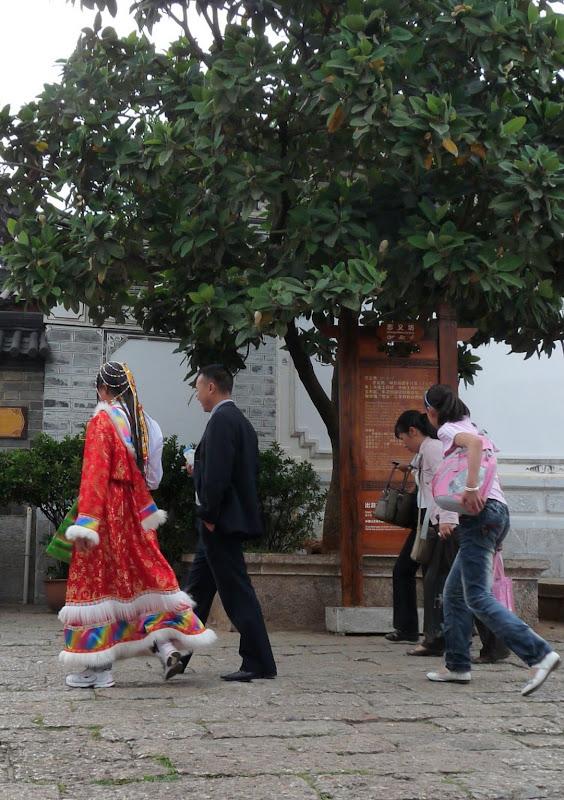 c est sa tenue, et non pas un déguisement de touriste