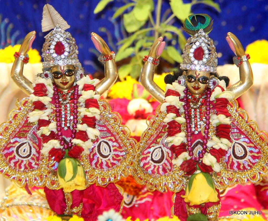 ISKCON Juhu Sringar Deity Darshan on 27th April 2016 (47)