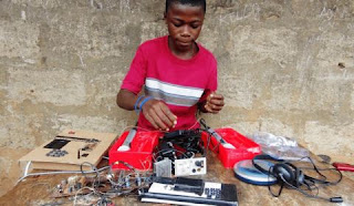Sierra-Leone boy builds radio station from scratch
