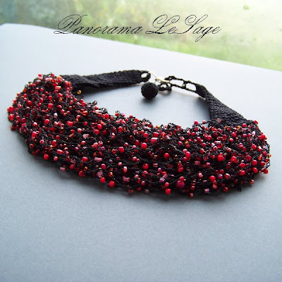 Rosa Naszyjnik szydełkowy z koralikami drobnymi multi kolor Biżuteria szydełkowa Panorama LeSage Anna Grabowska koraliki szydełko small glass beads crochet necklace handicraft Jablonex